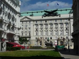 Le Ministère de la Guerre des Habsbourg avec la statue de Radetzky (oui, celui de la Marche)
