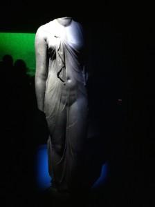 statue de reine en Isis